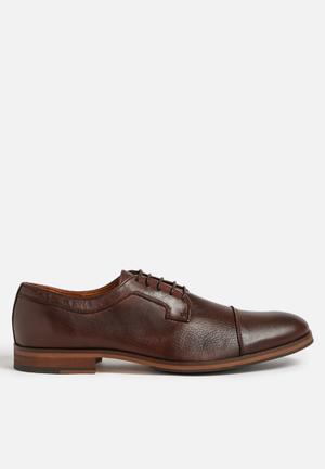Arnold leather shoe