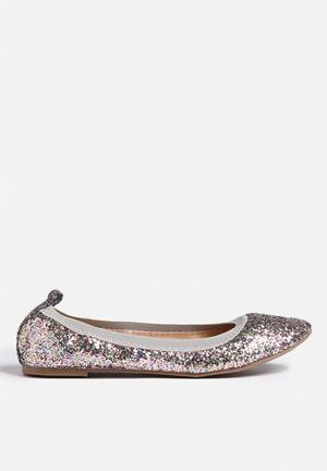 Chase & Chloe Peggy Pumps & Flats Silver