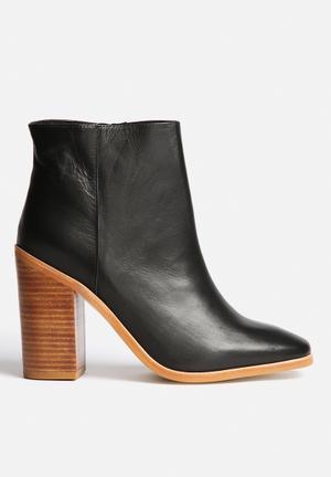 Sol Sana Fox Boots Black