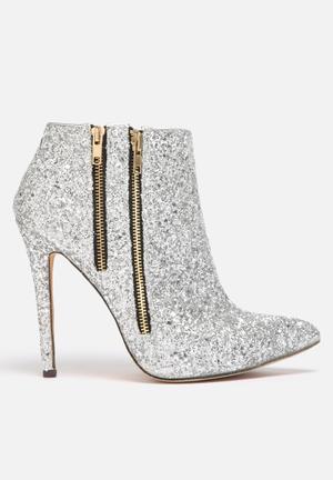 Liliana Wayne Boots Silver