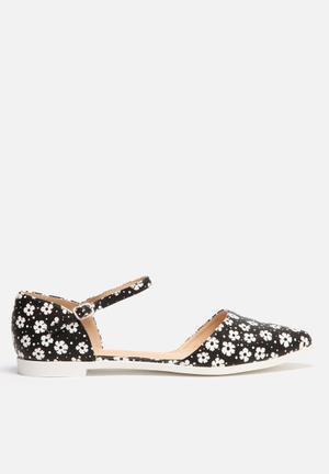 Liliana Julique Pumps & Flats Black & White