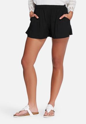 VILA Mask Shorts Black