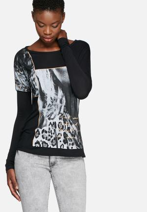 GUESS Iconic Tee T-Shirts, Vests & Camis Black