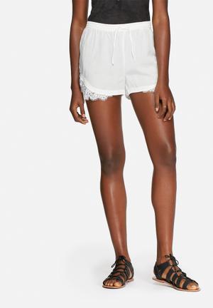 Vero Moda Monsoon Shorts White
