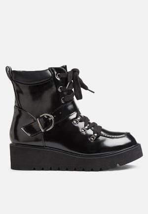 Qupid Thomas Boots Black