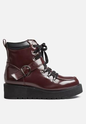 Qupid Thomas Boots Burgundy