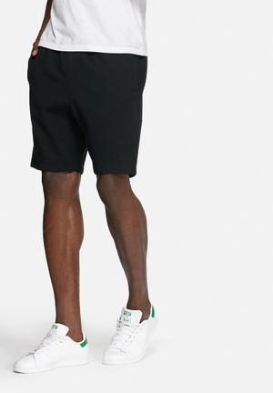 Basicthread Basic Sweat Shorts Black