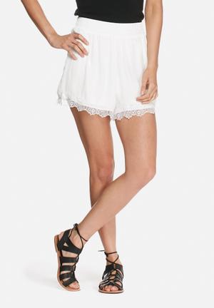 VILA Vaca Shorts White