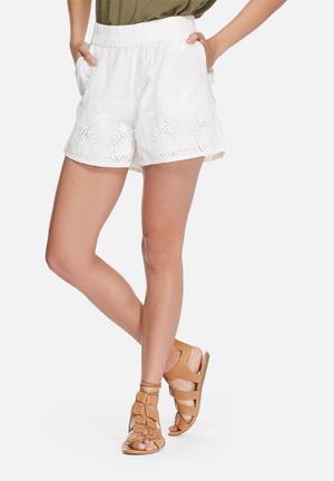 VILA Spukka Anglaise Shorts White