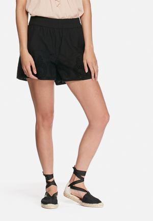 VILA Spukka Shorts Black