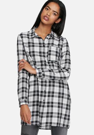 ONLY Paula Shirt Black / White