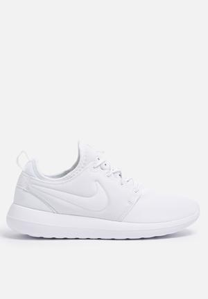 Nike Roshe Two Sneakers White / Pure Platinum