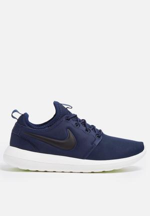 Nike Roshe Two Sneakers Midnight Navy / Black / Sail