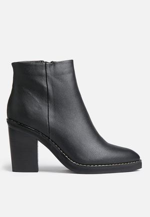 Therapy Baton Boots Black