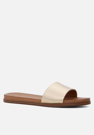 ALDO Fabrizzia Sandals & Flip Flops Gold