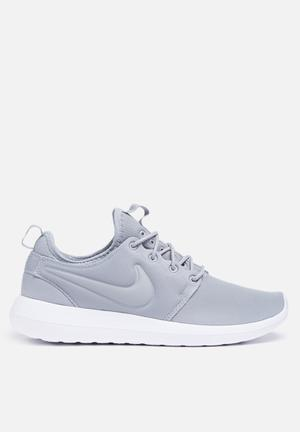 Nike Roshe Two Sneakers Wolf Grey / White