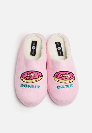 Daisy Street Donut Care Slippers Pumps & Flats Pink