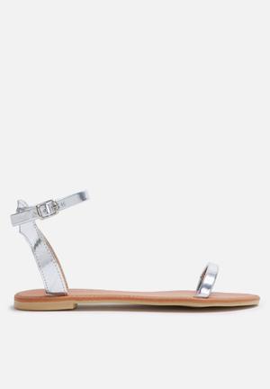 Dailyfriday Sab Sandals & Flip Flops Silver