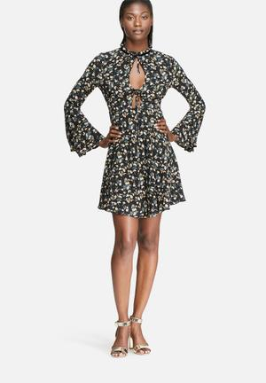 Glamorous Vintage Floral Flare Sleeve Dress Casual Black, Green, White & Yellow
