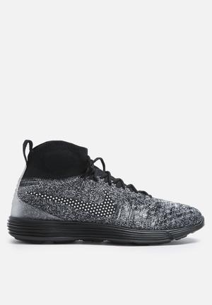 Nike Lunar Magista II Flyknit FC Sneakers Black / Black / White