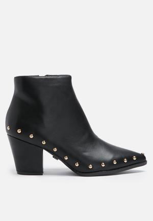 Fiona pointed boot