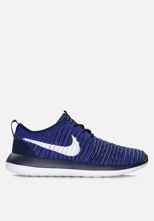 Nike Roshe Two Flyknit Sneakers College Navy / White / Paramount Blue