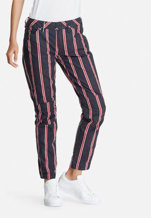 G-Star RAW 5623 3D Mid Boyfriend Jeans Navy, Red & White