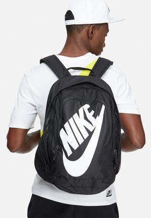 Nike Hayward Futura 2.0 Bags & Wallets Black & White