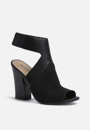Call It Spring Dwarien Heels Black