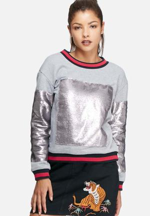 Glamorous Shimmer Sweat Top T-Shirts, Vests & Camis Grey, Red & Black