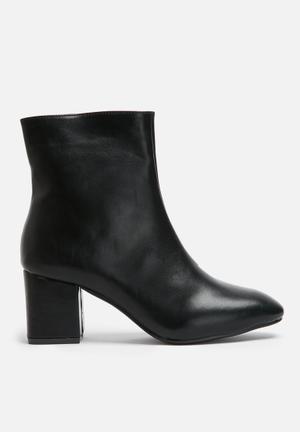 Dailyfriday Heeled Zip Boot Black