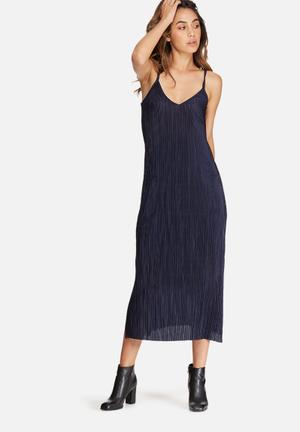 Plissé v-neck midi slip dress