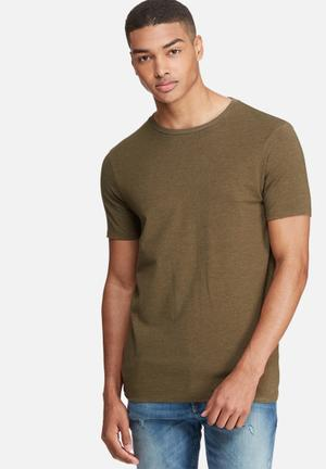 Muscle fit tee