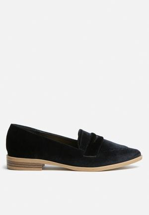 Footwork Rue Pumps & Flats Black