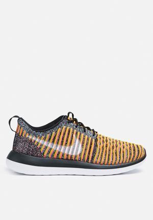Nike W Roshe Two Flyknit Sneakers Black / Bright Mango / Gold Lead