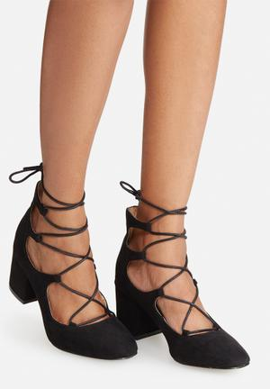 Madison® Elizabeth Heels Black