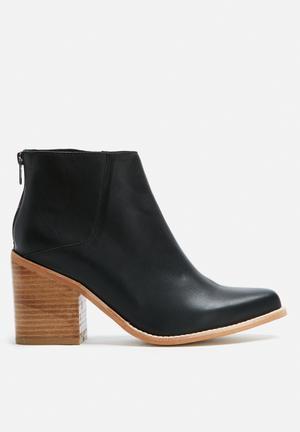 Sol Sana Leo Boot Black