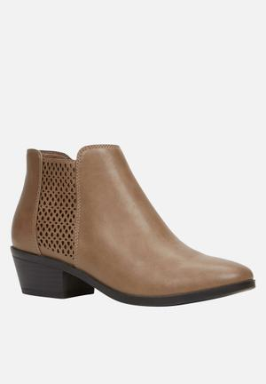 Call It Spring Lupica Boots Brown