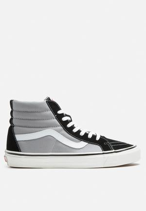 Vans Vans SK8-Hi 38 DX Anaheim Factory Sneakers Black / Light Grey