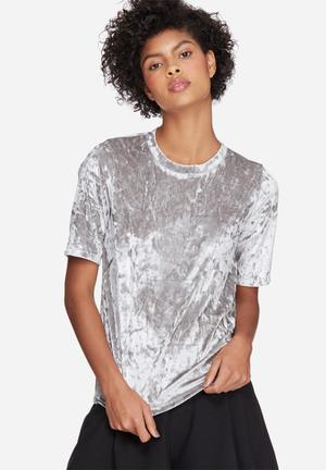 Dailyfriday Crushed Velvet Step Back Tee T-Shirts, Vests & Camis Silver