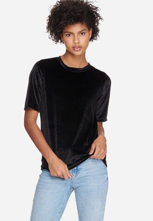 Dailyfriday Velvet Step Back Tee T-Shirts, Vests & Camis Black