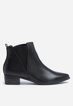Madison® Carole Boots Black
