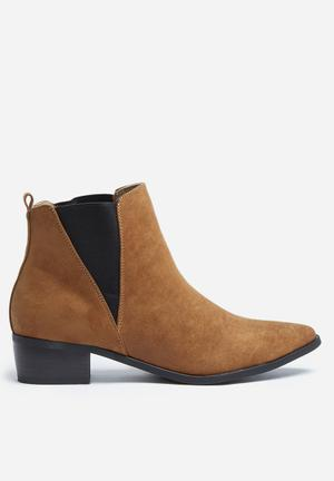 Madison® Carole Boots Cognac