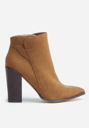 Madison® Jennifer Boots Brown