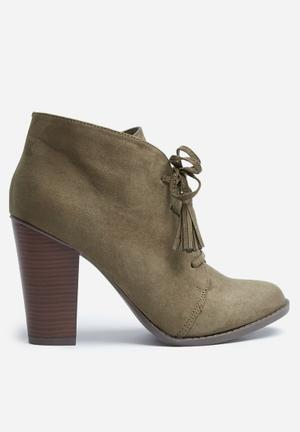 Madison® Kayla Boots Taupe