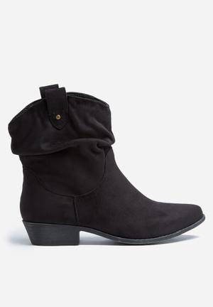 Madison® Luann Boots Black