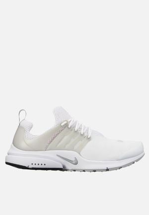 Nike Air Presto ESS Sneakers White / Mtllc Silver / Wolf Grey