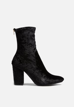 Dailyfriday Leeds Velvet Boot Black