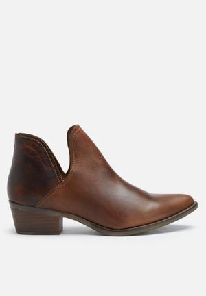 Steve Madden Austin Boots Cognac