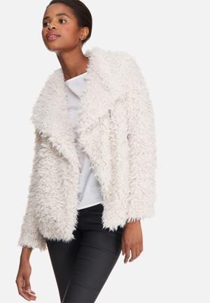 Vero Moda Jayla Short Faux Fur Jacket Cream
